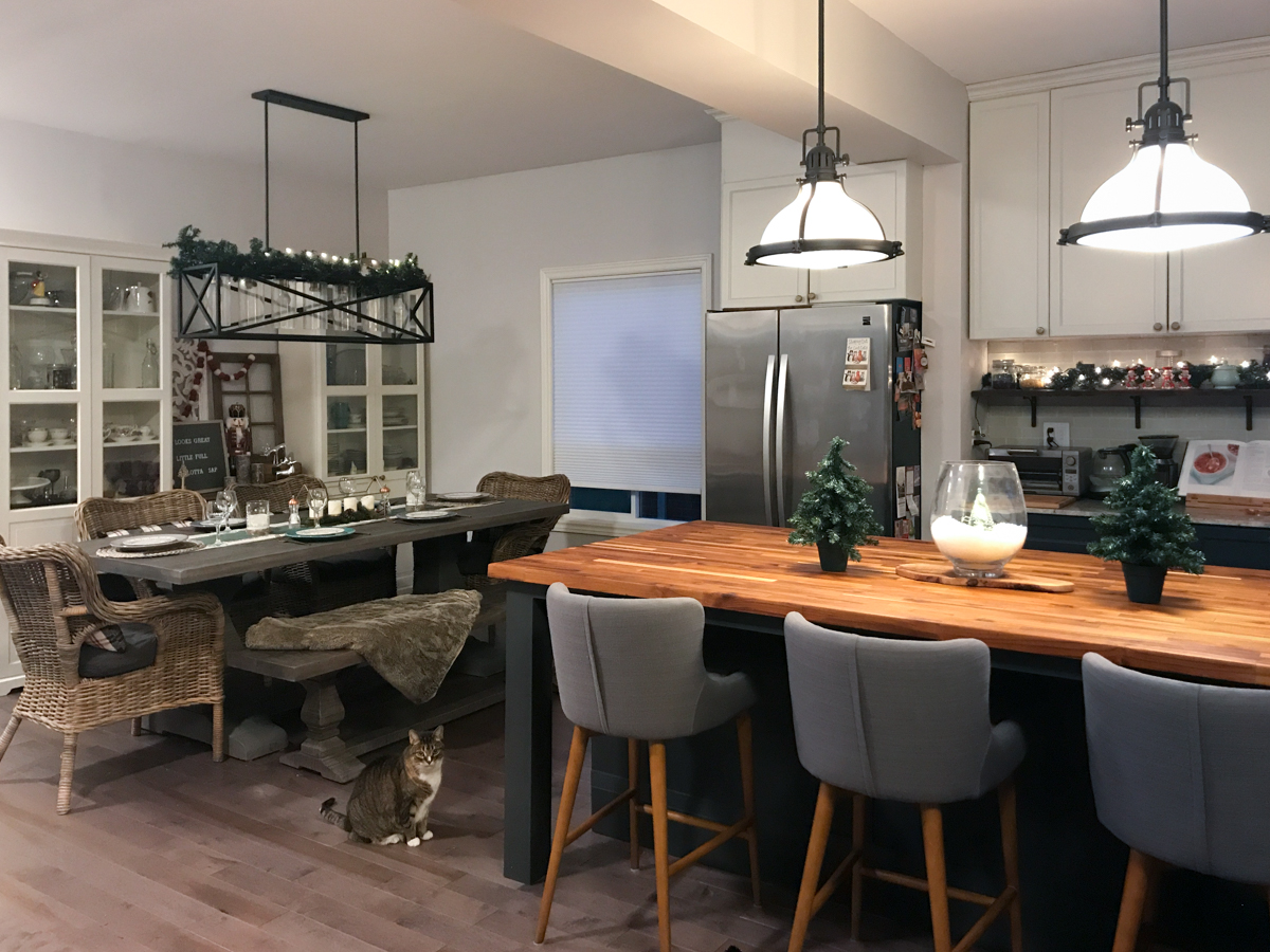 Open concept holiday kitchen & dining room